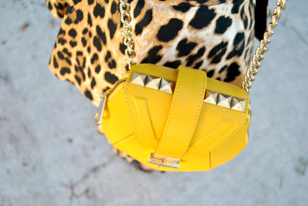 street style shot_yellow leather bag with studs_zoom_angel jackson