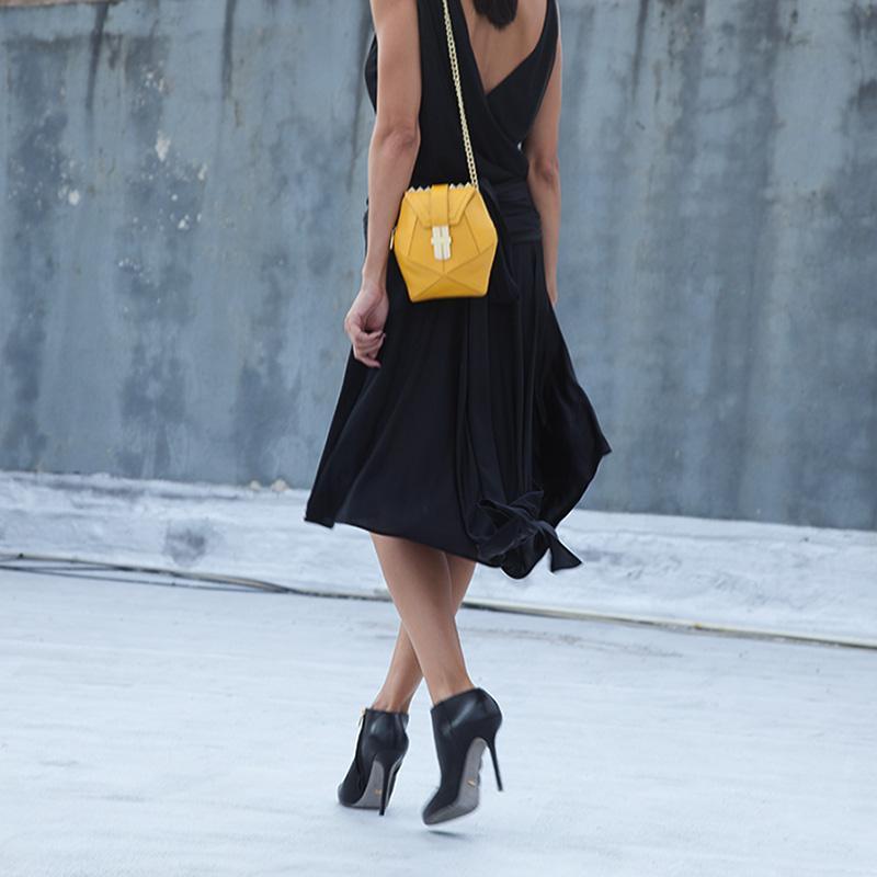 street style_Yellow_Atomic handbag angel jackson